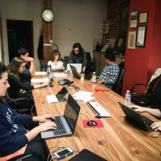 Guild Service Award winner Rebecca Rosen Lum, at head of table, teaches journalism students in the Pacific Media Workers Guild program, Bay News Rising. Photo by student Ekevara Kitpowsong 2015.